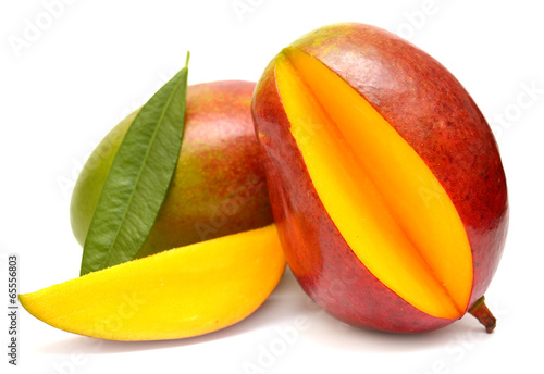 Papiers peints Fruits Mango with leaf and slices