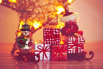 Schneemann und Weihnachtsschlitten