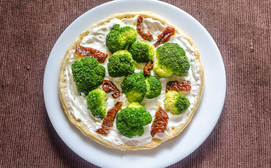 Quiche with broccoli and sun dried tomatoes