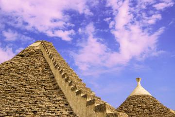 Pietre di Puglia:trulli della Valle D'Itria.-ITALIA-