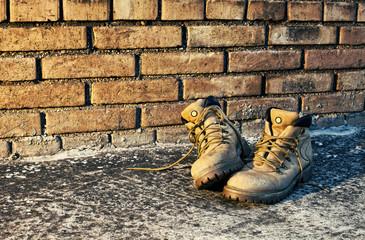 vecchi scarponi usurati