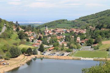 Yzeron dans les Monts du Lyonnais (France)