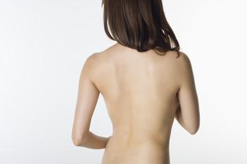 ヌードの日本人女性の後姿