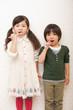 歯磨きをする女の子と男の子