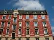 Altbau mit bröckelnder roter Fassade in Frankfurt Sachsenhausen