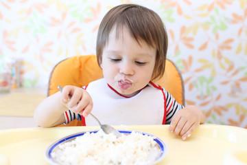 baby eating quark