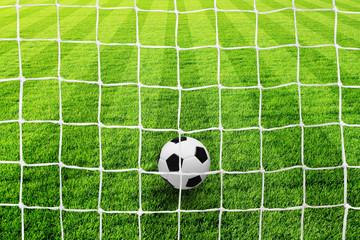 fussballfeld_mit_netz_ball