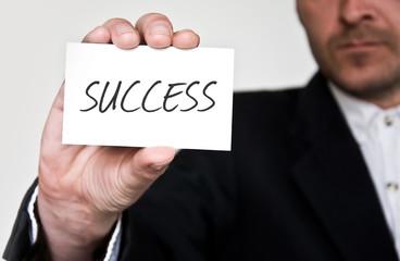 homme d'affaires et carte de visite succès