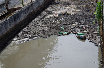 Urban sewage water and garbage flow course bar