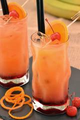 Coctel Tequila sunrise.Coctel de fruta bebida alcoholica.