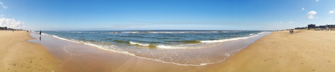Panorama vom Strand am Meer
