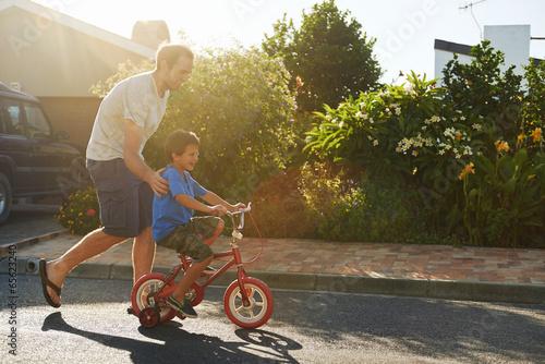 Leinwanddruck Bild learning to ride