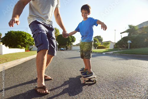 father son skateboard - 65623273