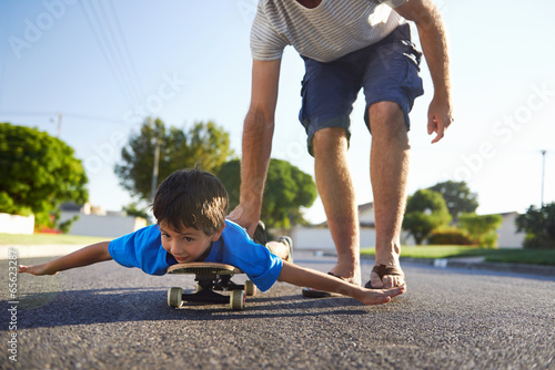 father son skateboard - 65623287