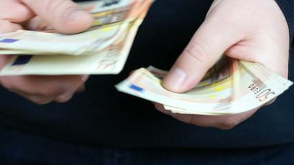 Man counting 50 Euro banknotes