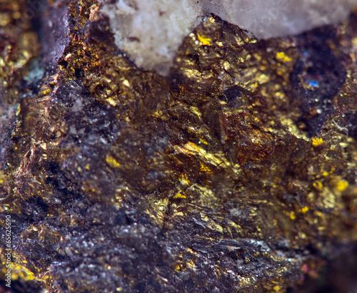 Tuinposter Edelsteen Crystal,nugget, gold, bronze, copper, iron. Macro