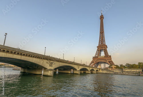 Poster Eiffel Tower and Seine River at sunset