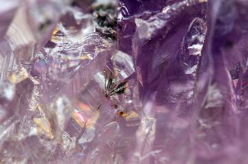 Fantastyczne tło, magicznego kamienia. Fioletowy kryształ