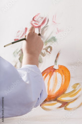 Woman's hand painted a still life