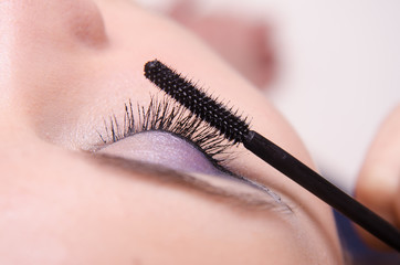 Increasing the size of eyelashes mascara