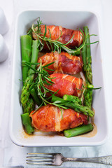 chicken fillet wrapped in prosciutto ham with asparagus