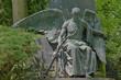 Engel sitzend am Grab mit Fackel (HDR)