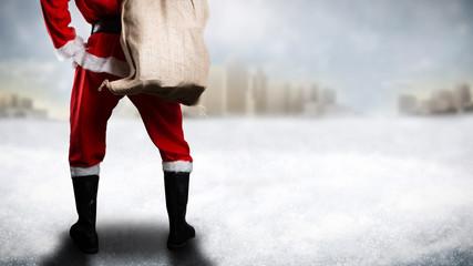 Weihnachtsmann in Winterlandschaft
