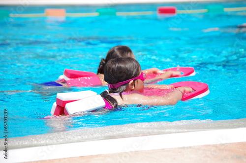 Poster cours de natation en piscine