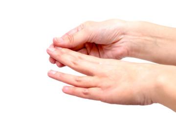 Weibliche Hände cremen sich ein