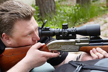 Rifle shooting with optical sight
