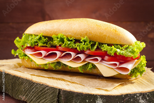 Aluminium Salade big sandwich with ham, cheese and vegetables