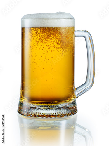 Foto op Canvas Bier / Cider Mug of light beer isolated on white background. With clipping pa