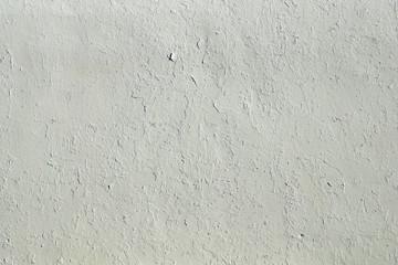 Weise Wand mit abblätternder Farbe