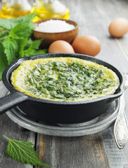 Omelet with nettles in the pan