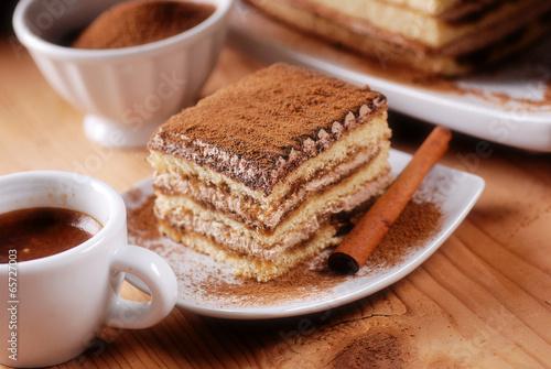 tiramisù fatto in casa, tradizionale dolce italiano - 65727003