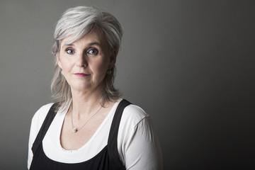 Frau,50,grauhharig,Porträt