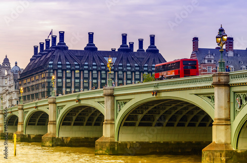 Canvas Londen rode bus Red doubledecker bus on Westminster Bridge