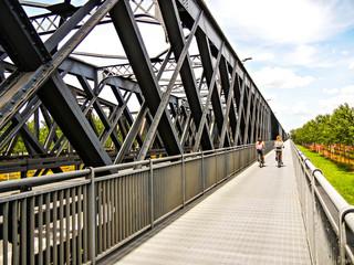 Ponte di ferro sul fiume Po