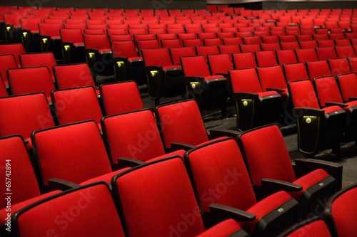 Leinwanddruck Bild Red Chairs in movie theater