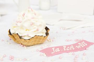 Frozen Yogurt  mit rosa Perlen