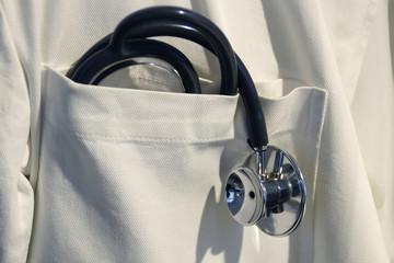 Stethoskop im Arztkittel