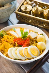 Singapore Curry Noodles with traditional setting
