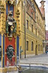 Stadtbrunnen mit Speiern und Ritter