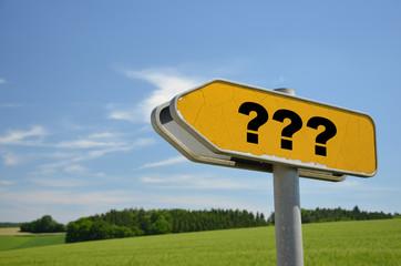 Fragezeichen auf Schild