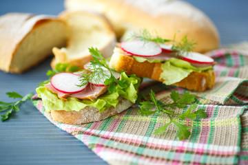 sandwich with lettuce, ham and radish