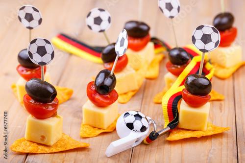 Fotobehang Kruidenierswinkel Fußball Pary Snacks in Schwarz Rot Gold für Fans