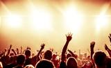 Fototapety Jubelnde Konzertbesucher auf Rock-Konzert