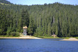 лес на другом берегу озера