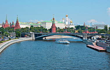 Moscow Kremlin through the bridge