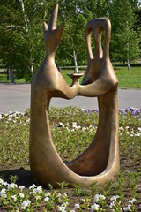 A statue in abstract style featuring a couple holding hands